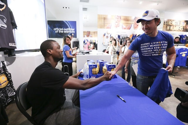 quality design ccdd9 e54b1 Golden State Warriors forward Harrison Barnes visits ...