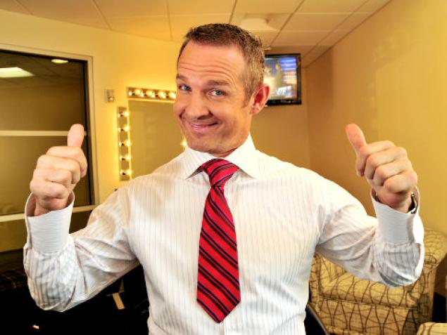 Merrill Hoge, not an expert on most things — especially not tying ties. (Courtesy ESPN)