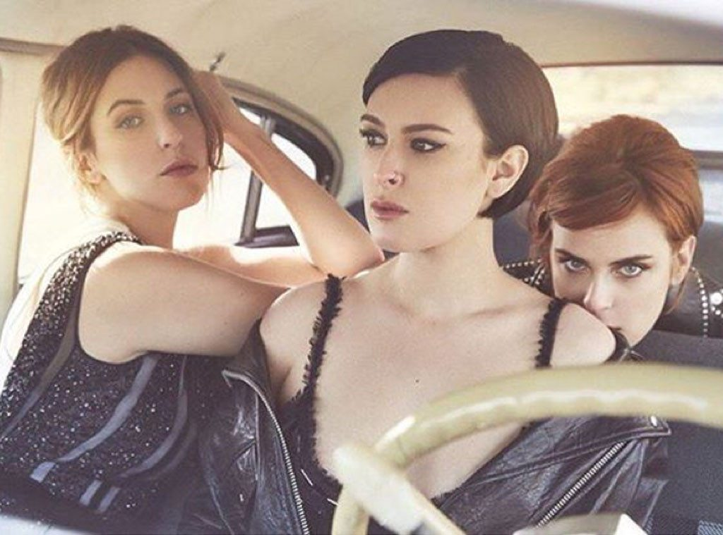 Rumer Willis, center, blasted photographers for making her jaw look smaller in this picture they took for a magazine. (Rumer Willis/Instagram)