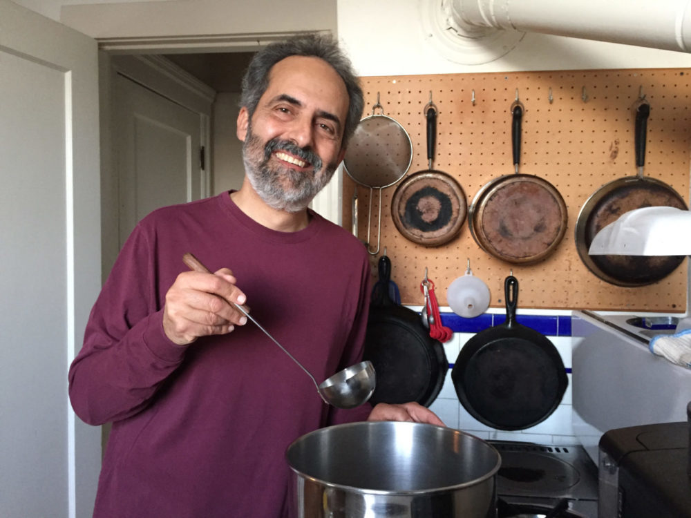"""Charlie Varon offers hot soup at his one-man show """"Storyborscht."""" (Courtesy Myra Levy)"""