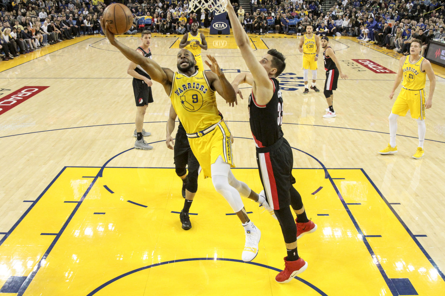 Warriors forward Kevin Durant (35) goes for a lay-up in the lane against the Trail Blazers during the second period of the game at Oracle Arena on December 27, 2018 in Oakland, California. (Chris Victorio