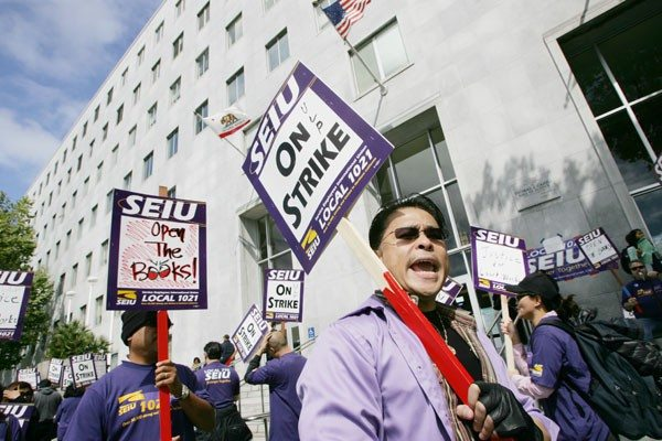 Mike Koozmin/The S.F. ExaminerCity employees of the Service Employees Union Local 1021 picketed outside the Hall of Justice today protesting the most recent pay cuts.