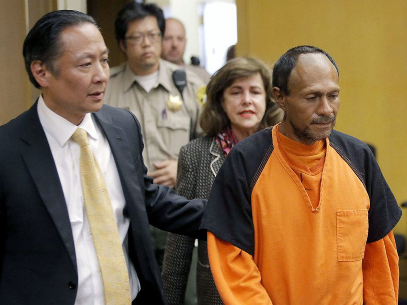 Juan Francisco Lopez-Sanchez, right, is lead into the courtroom by San Francisco Public Defender Jeff Adachi, left, and Assistant District Attorney Diana Garcia for arraignment on July 7, 2015. (Michael Macor/2015 San Francisco Chronicle via Pool)