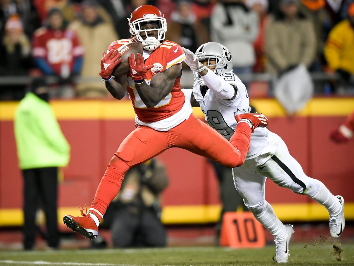 Kansas City Chiefs wide receiver Tyreek Hill (10) catches a 36-yard touchdown pass in front of Oakland Raiders cornerback David Amerson (29) in the second quarter at Arrowhead Stadium in Raytown, Mo., on Thursday, Dec. 8, 2016. (David Eulitt/Kansas City Star/TNS)