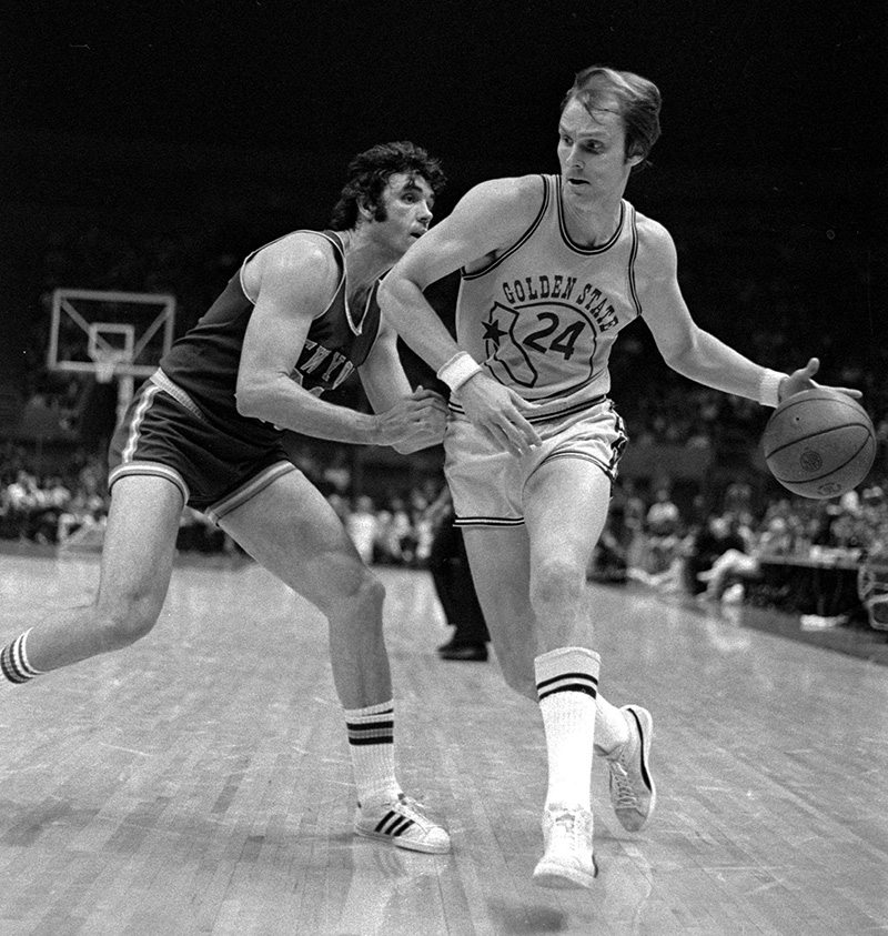 Count Rick Barry as a former player who thinks the current Warriors team is one of the greatest of all time. (Sal Veder/1974 AP)