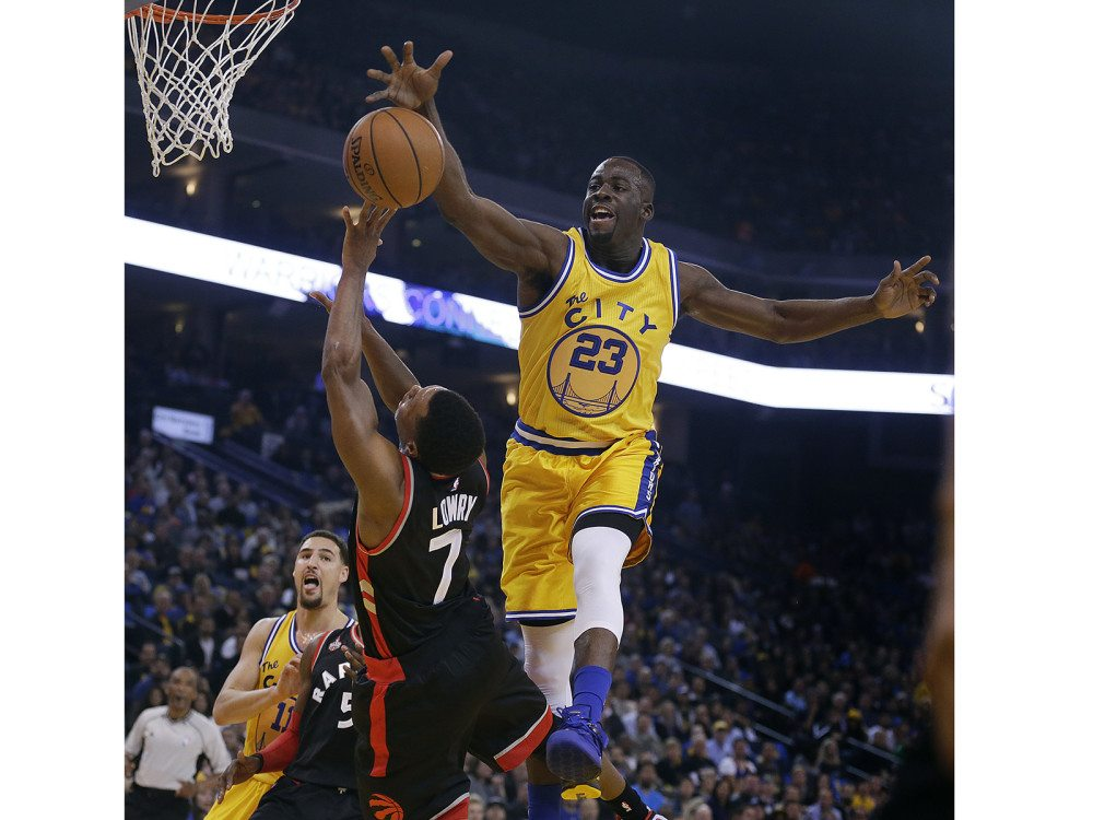 Golden State Warriors' Draymond Green, right, reaches to block the shot of Toronto Raptors' Kyle Lowry during Tuesday night's game in Oakland, Calif. (Ben Margot/AP)