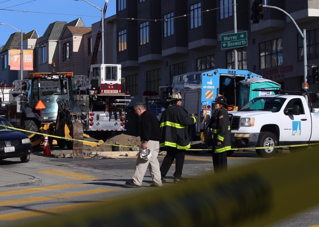 PG&E crews responded to reports of an explosion and gas leak in the 3900 block of Mission Street on Monday. (Daniel Kim/Special to S.F. Examiner)
