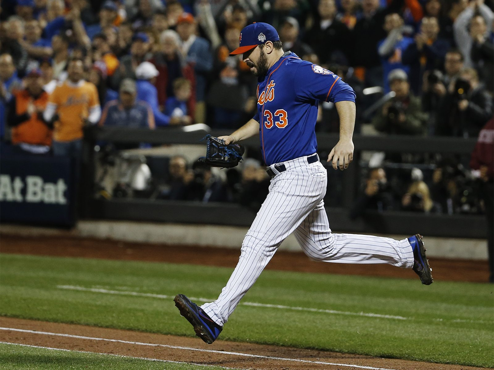 New York Mets pitcher Matt Harvey sprints out to the mound for the ninth inning of Game 5 of the Major League Baseball World Series against the New York Mets Sunday, Nov. 1, 2015, in New York. (AP Photo/Matt Slocum)