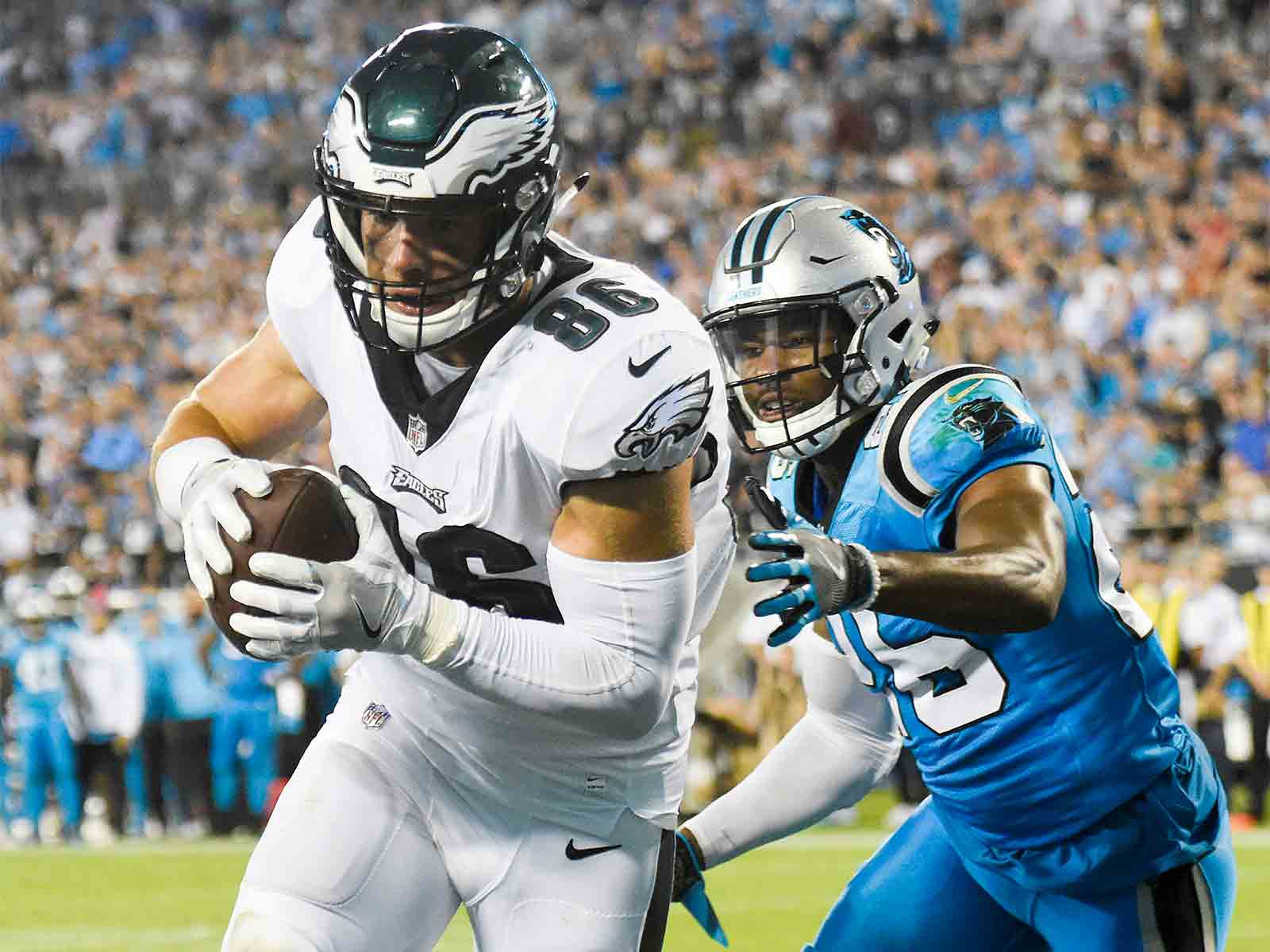 Philadelphia Eagles tight end Zach Ertz scores a touchdown against Carolina Panthers on Oct. 12. Sitting at 6-1 on the season, the Eagles have the best record in the NFL and are one of a handful of teams that has quickly righted the franchise ship. (Clem Murray/Philadelphia Inquirer/TNS)