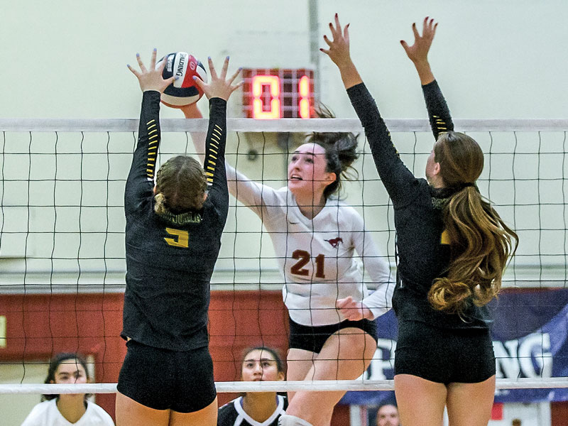 Lana Radakovic, seen here Nov. 25 against Sonora, led Lincoln on Saturday with 14 kills. (Courtesy Eric Sun)