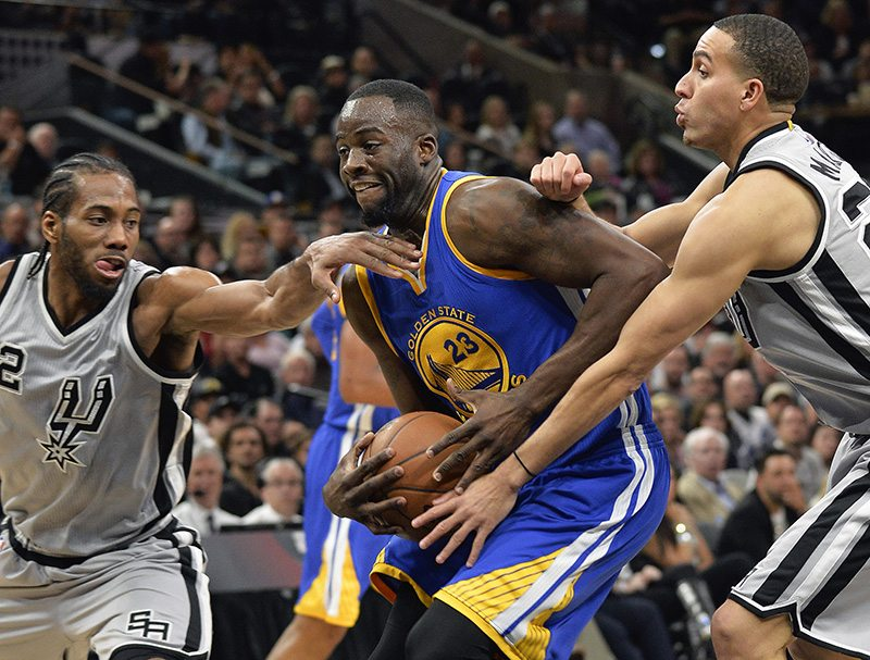 Golden State Warriors forward Draymond Green tangles with San Antonio Spurs' Kawhi Leonard (2) and Kevin Martin during the first half of Saturday's game in San Antonio. San Antonio won 87-79. (Darren Abate/AP)
