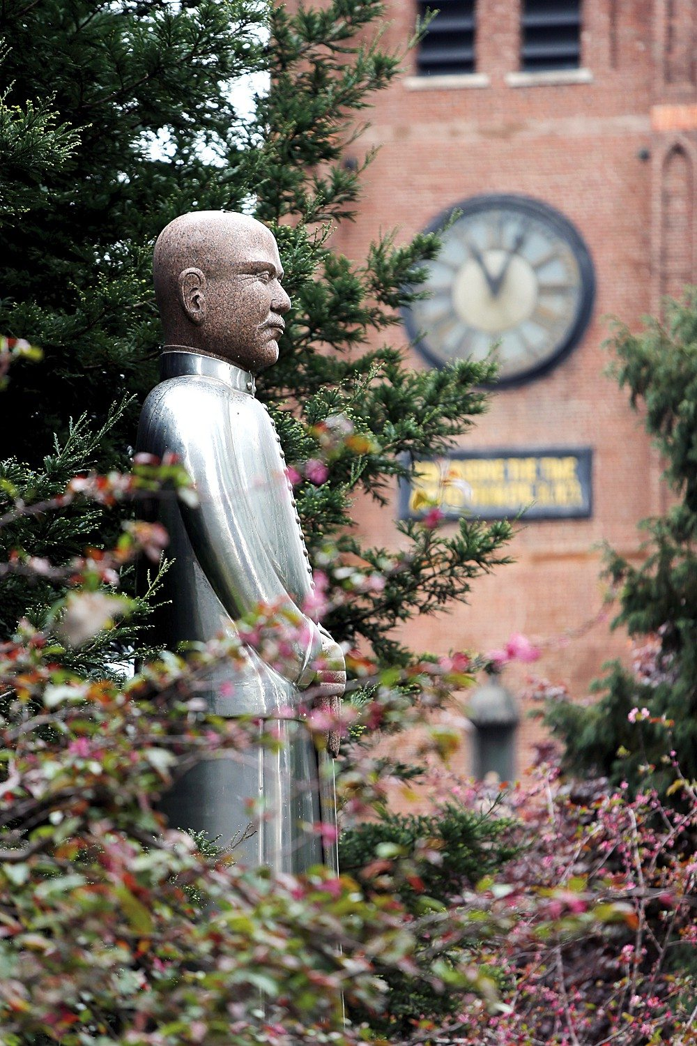 MIke Koozmin/The S.f. ExaminerSun Yat-sen has a statue in St. Mary's Square in Chinatown