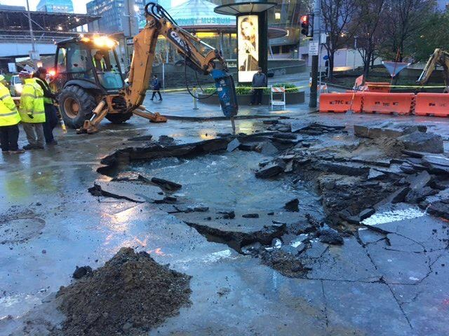 San Francisco water and emergency officials warned of traffic impacts at Fourth and Howard streets after a water main broke Friday morning. (Courtesy SFPUC via Twitter)