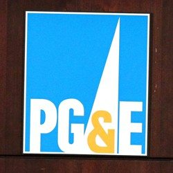 PG&E crews rush to restore power as high winds rage