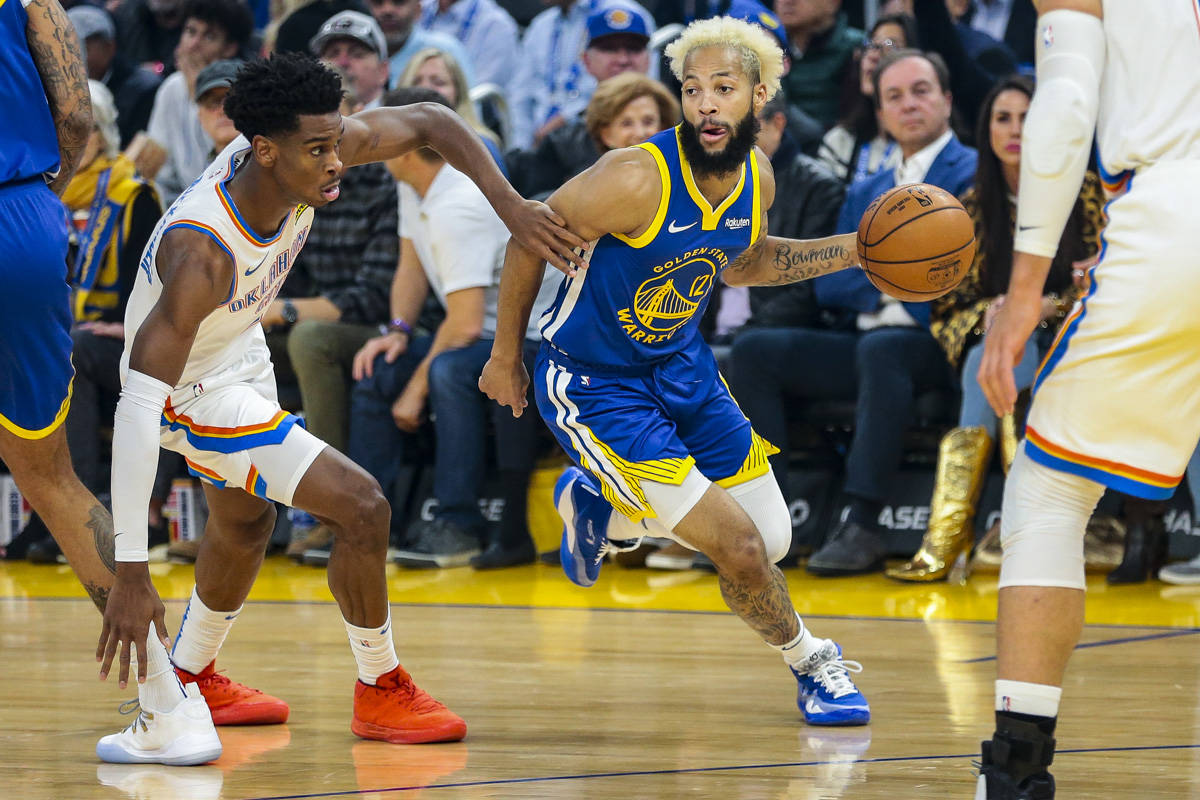 Golden State Warriors guard Ky Bowman (12) tries to keep his distance from Oklahoma City Thunder guard Shai Gilgeous-Alexander (2) during the first quarter at Chase Center on November 25, 2019 in San Francisco. (Chris Victorio | Special to the S.F. Examiner)