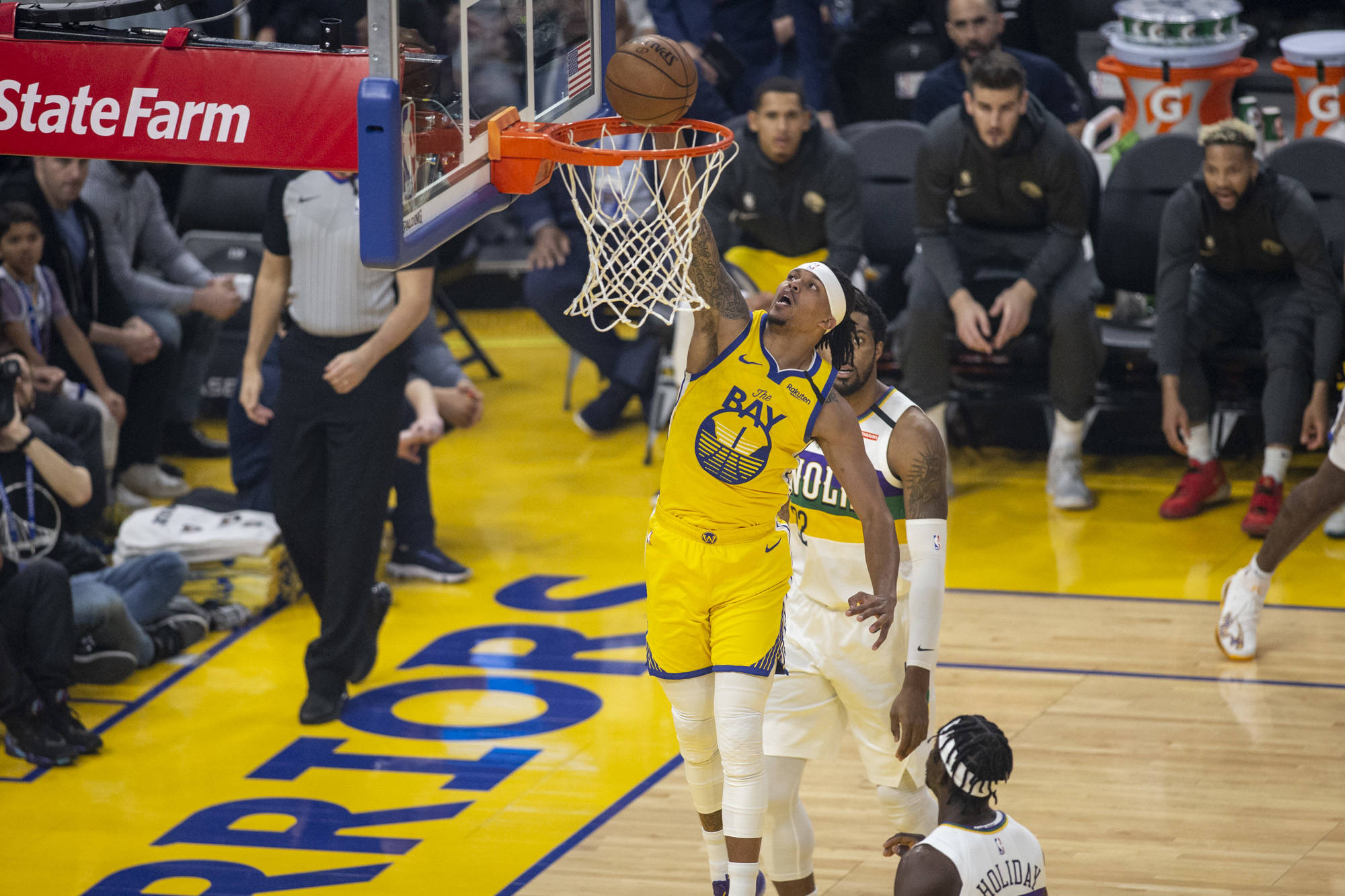 Golden State Warriors guard Damion Lee (1) dunks past the Pelicans defense in the 1st quarter at Chase Center in San Francisco, California on February 23, 2019. Photography by Chris Victorio | Special to the S.F. Examiner