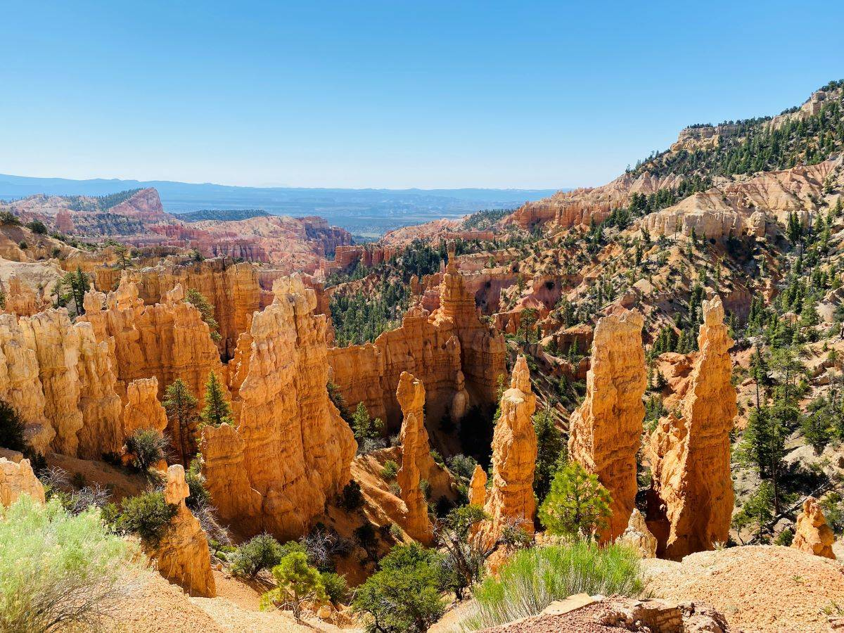 Hoodoos and canyons populate Fairyland Trail Loop at Bryce Canyon National Park. (Julie Kessler/Special to S.F. Examiner)