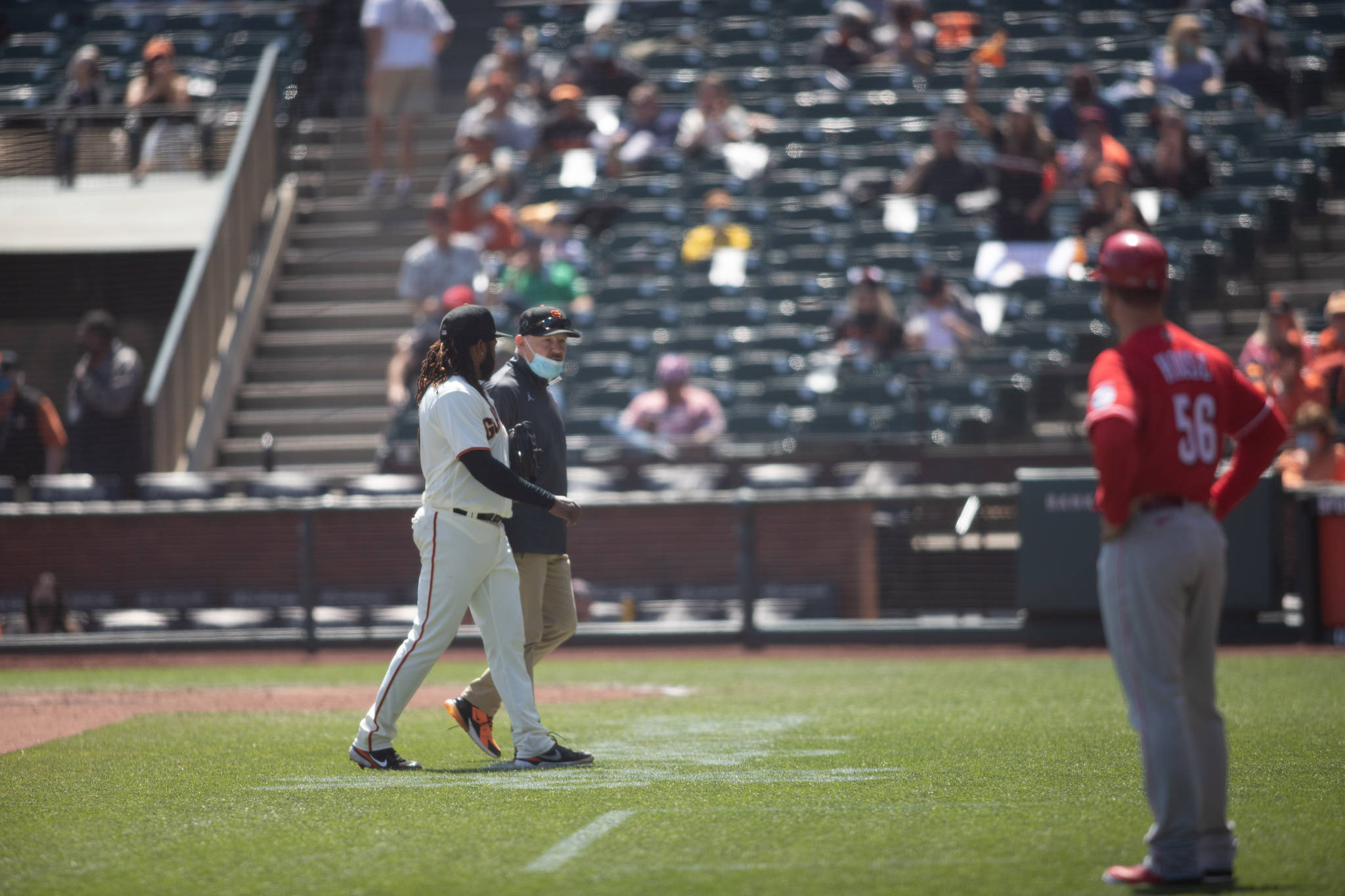 Cueto was relieved at the sixth inning by Giants pitcher Caleb Bargar due to a latissimus dorsi injury. (Sebastian Miño-Bucheli / Special to the S.F. Examiner)