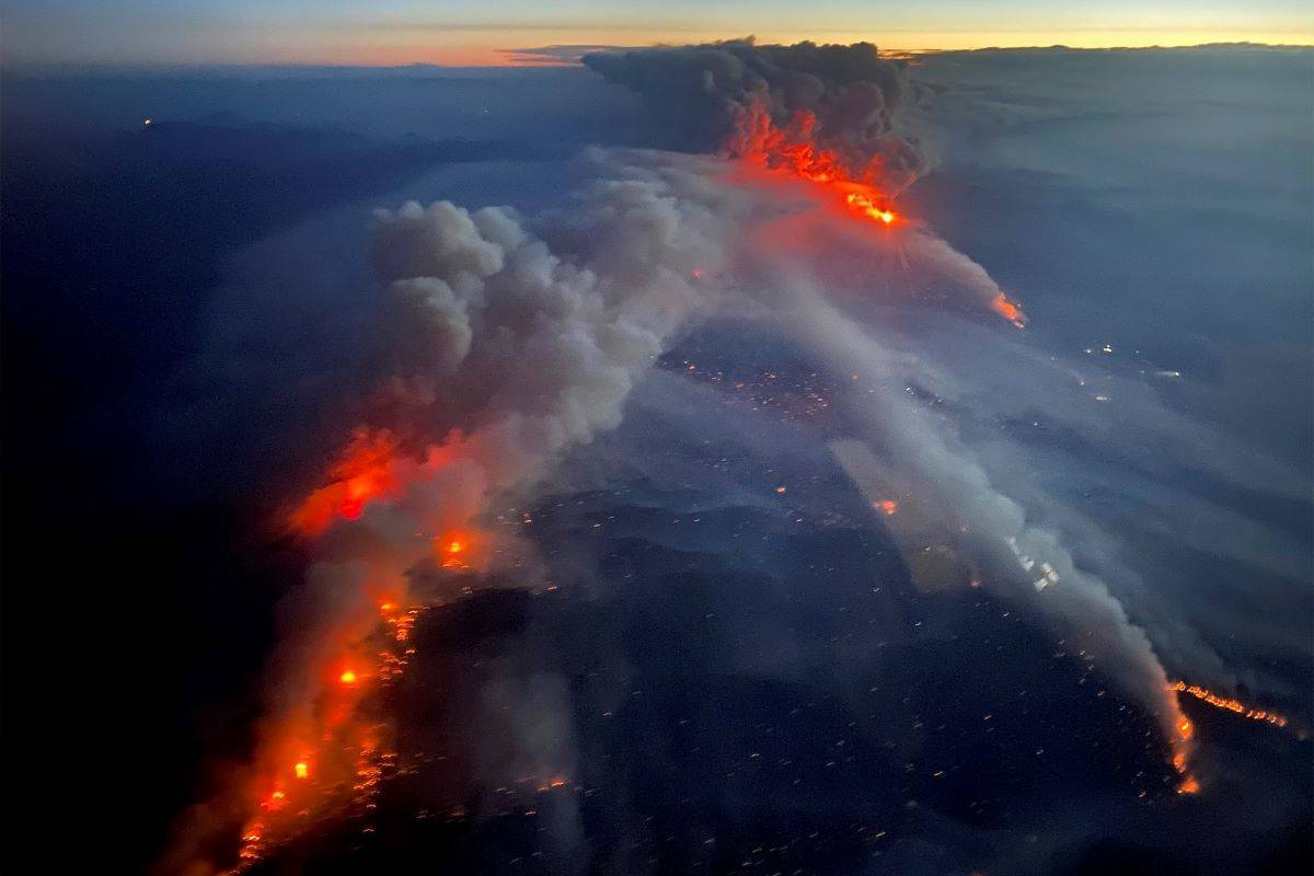 A plane approaches the huge Dixie Fire in Butte and Plumas counties. (Courtesy Cal Fire)