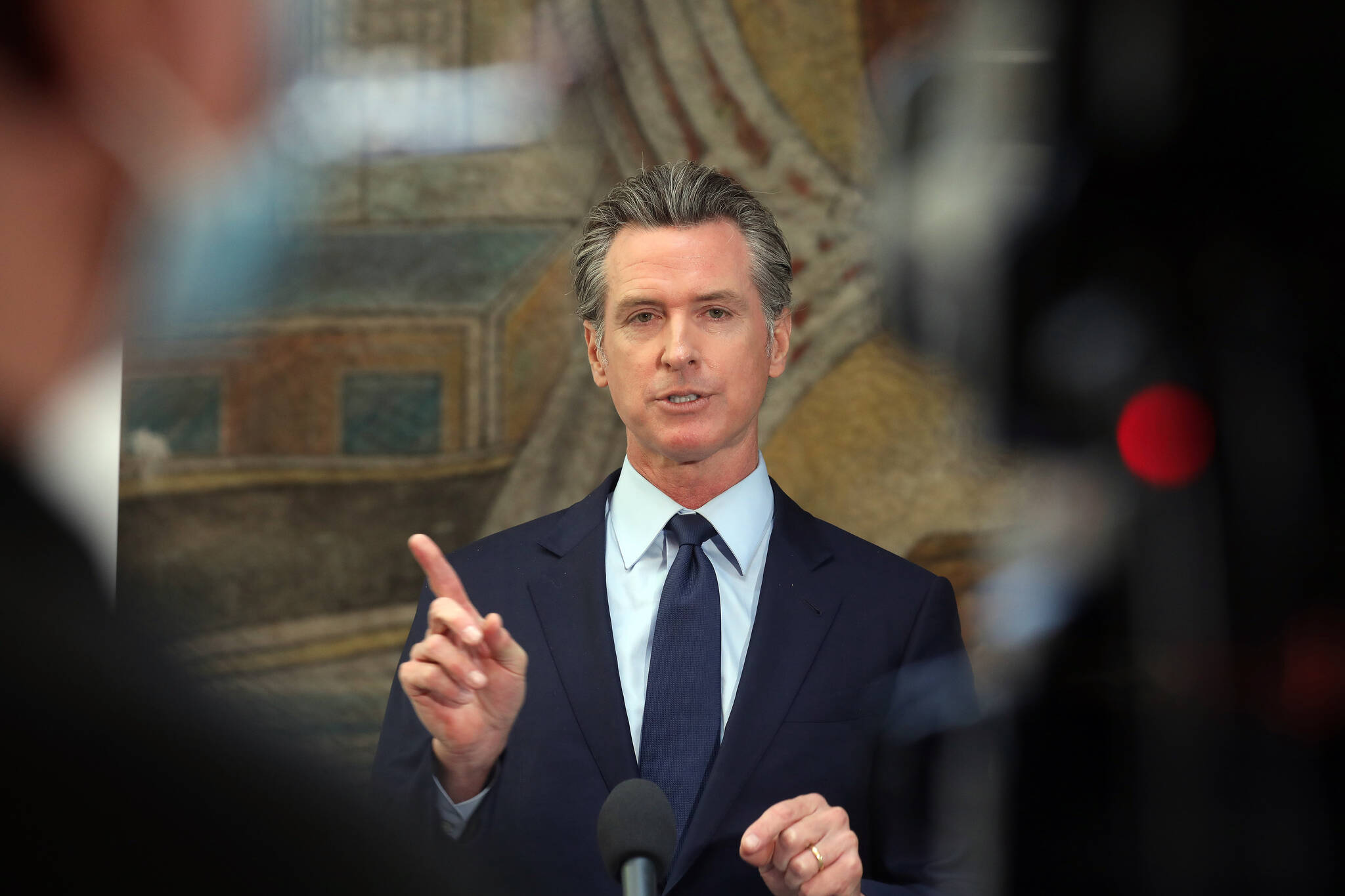 Huge turnout from Bay Area Democrats could sway the recall vote in Gov. Gavin Newsom's favor. (Jim Wilson/The New York Times)